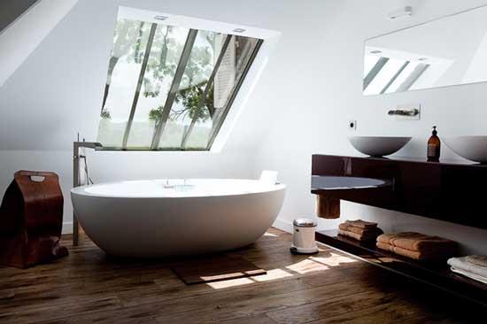 alexis toureau white tub bathroom