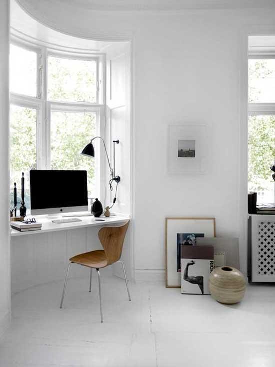 minimal white interior designof a computer room