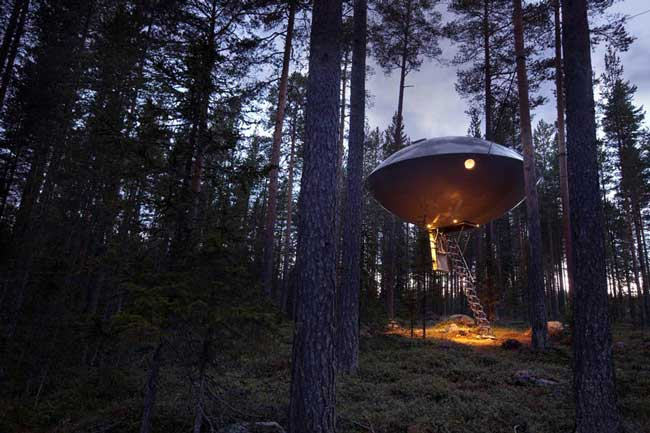 treehotel in sweden designer hotel in northern sweden video. Black Bedroom Furniture Sets. Home Design Ideas