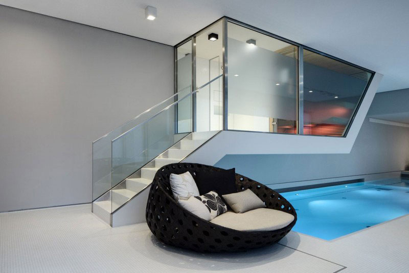 Pool and seat in the Das Stue Hotel