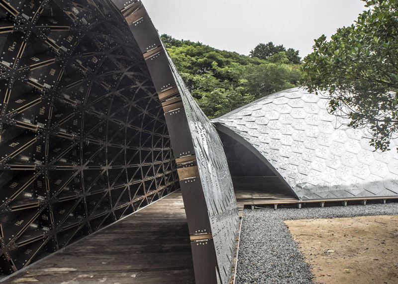 Side view of the galvanized steel tiles of the SUTD Library Pavilion designed by City Form Lab