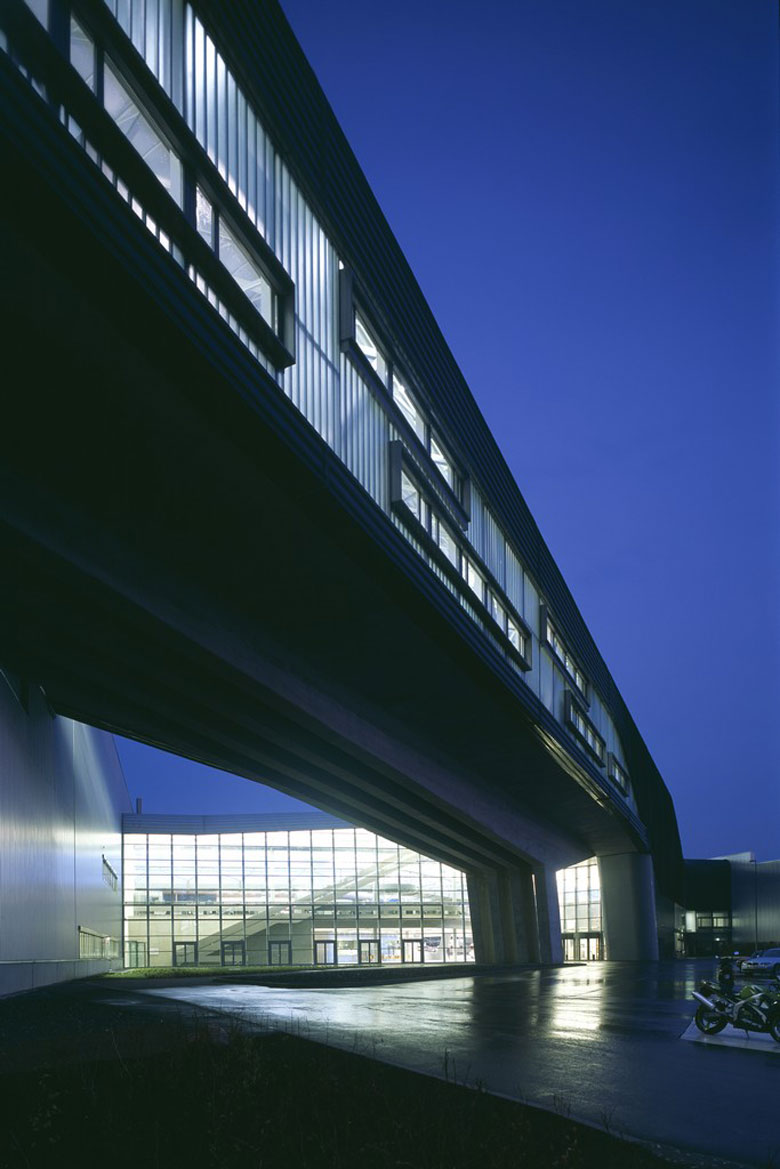 Bmw central building in leipzig germany by zaha hadid for Architecture zaha hadid