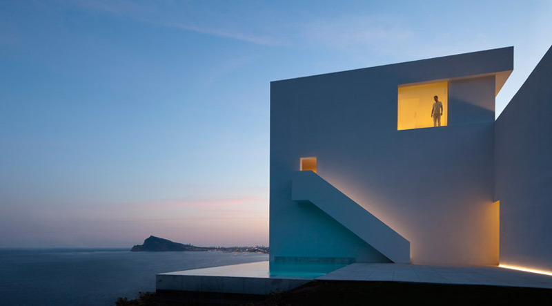 Architecture and scenery of the House on the Cliff by Fran Silvestre Arquitectos