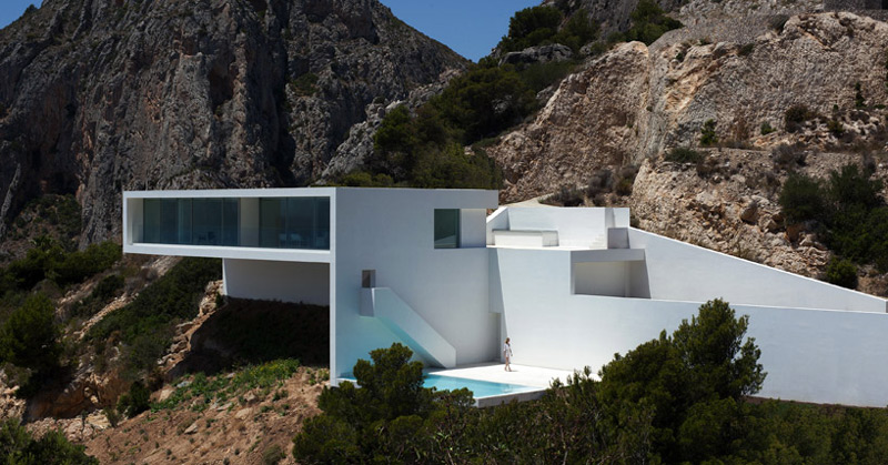 Architecture of the House on the Cliff by Fran Silvestre Arquitectos