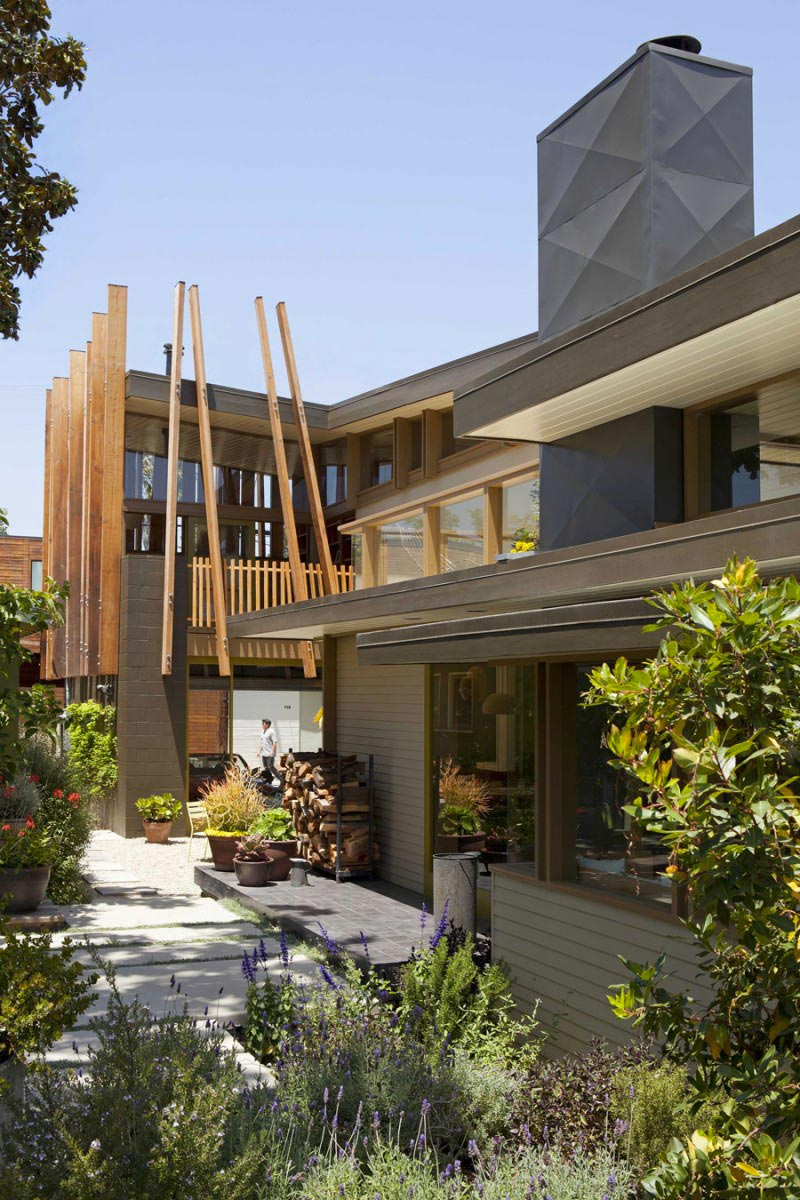 Exterior architecture view of the Smith Clementi Residence by Rios Clementi Hale Studios