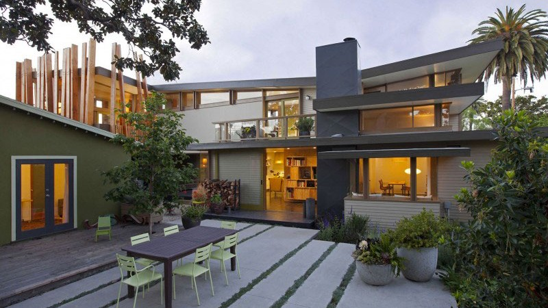 Garden view at the Smith Clementi Residence by Rios Clementi Hale Studios