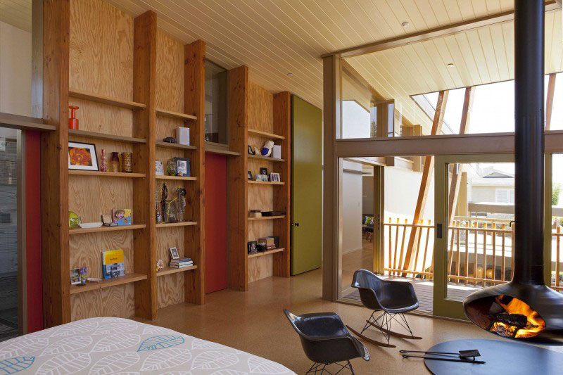Bed and bookshelf at the Smith Clementi Residence by Rios Clementi Hale Studios