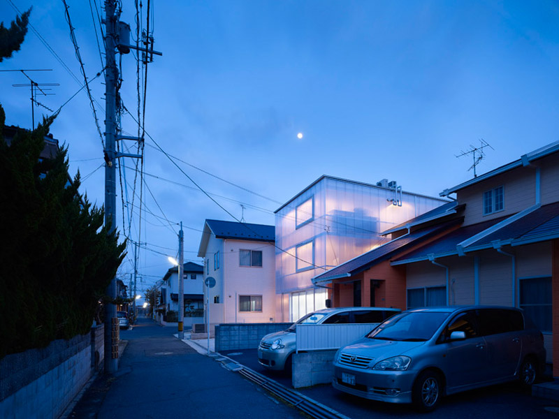 Street view during the evening of the House in Tosuien by Suppose Design Office 1