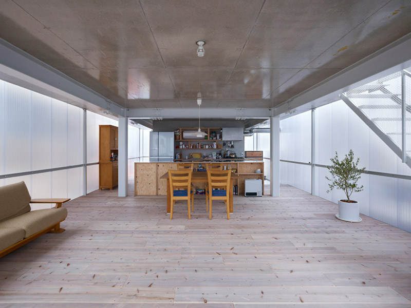 Wood floors and wood kitchen table and chairs at the House in Tosuien by Suppose Design Office