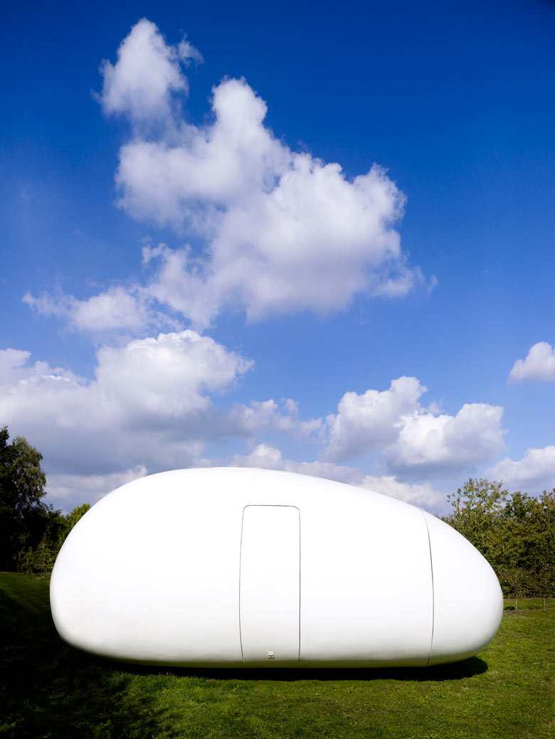 Exterior architecture of the blob VB3 Mobile Living Pod by dmvA Architects