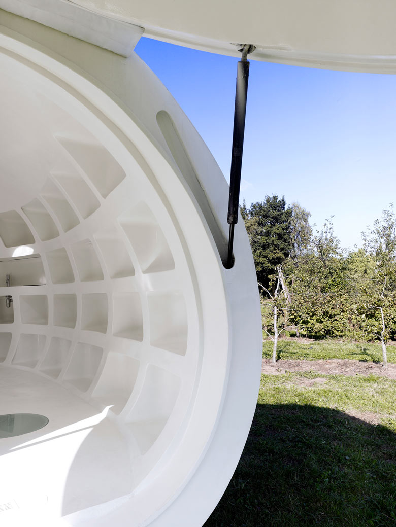 Hatch mechanics of the blob VB3 Mobile Living Pod by dmvA Architects