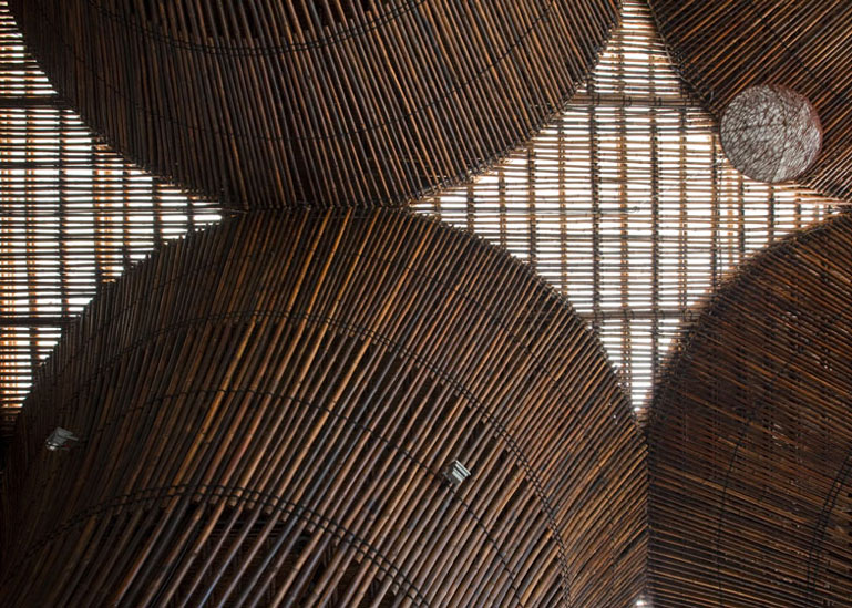 Bamboo columns and roof made of bamboo at the Kontum Indochine Cafe by Vo Trong Nghia Architects