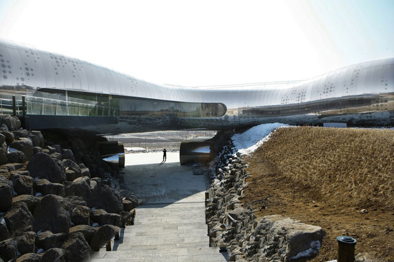 Serpentine silver exterior of the Jeongok Museum South Korea Prehistory Museum by X-TU Architects