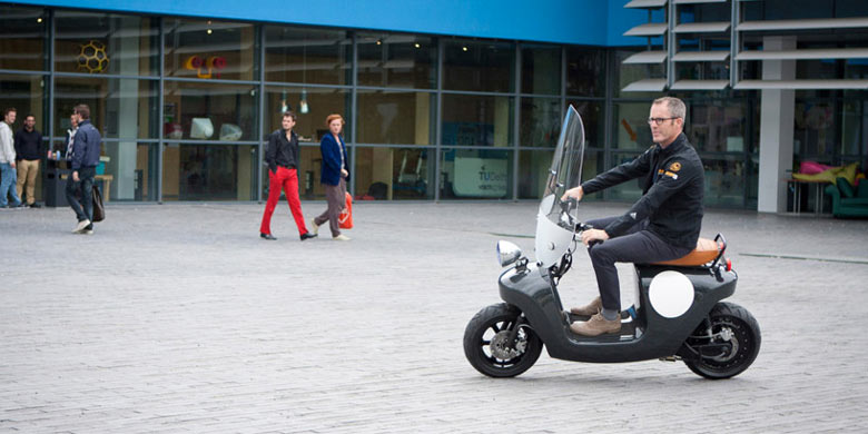 Black Be.e Hemp Electric Scooter by Vaneko in motion
