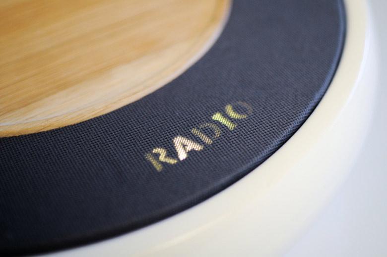 Radio display of the Ceramic Speaker for Smartphones by Victor Johansson