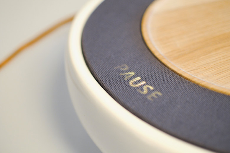 Pause display of the Ceramic Speaker for Smartphones by Victor Johansson