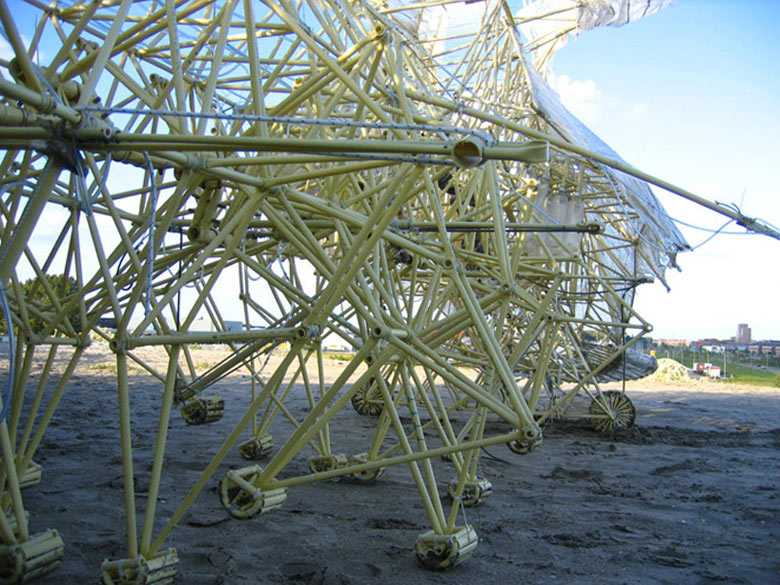 Strandbeest kinetic animal sculptures by Theo Jansen 3