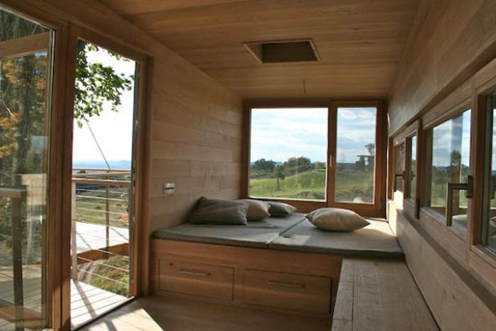 Interior design of the Baumraum Treehouse in New York