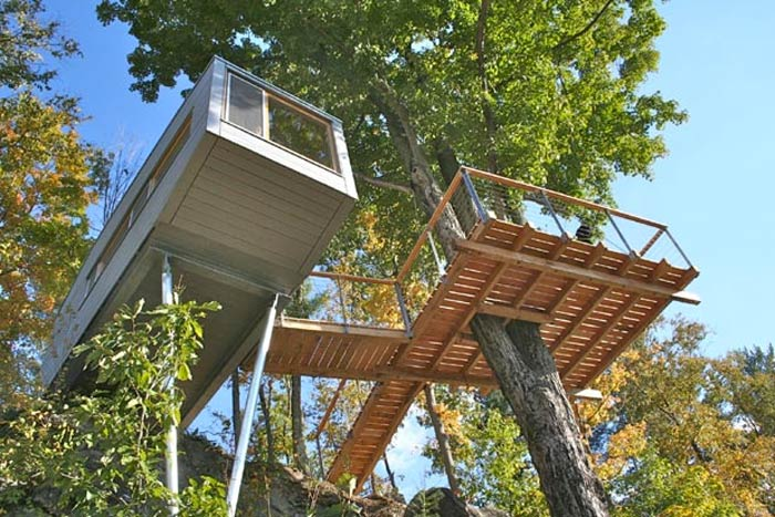 Stilts and view of under the Baumraum Treehouse in New York