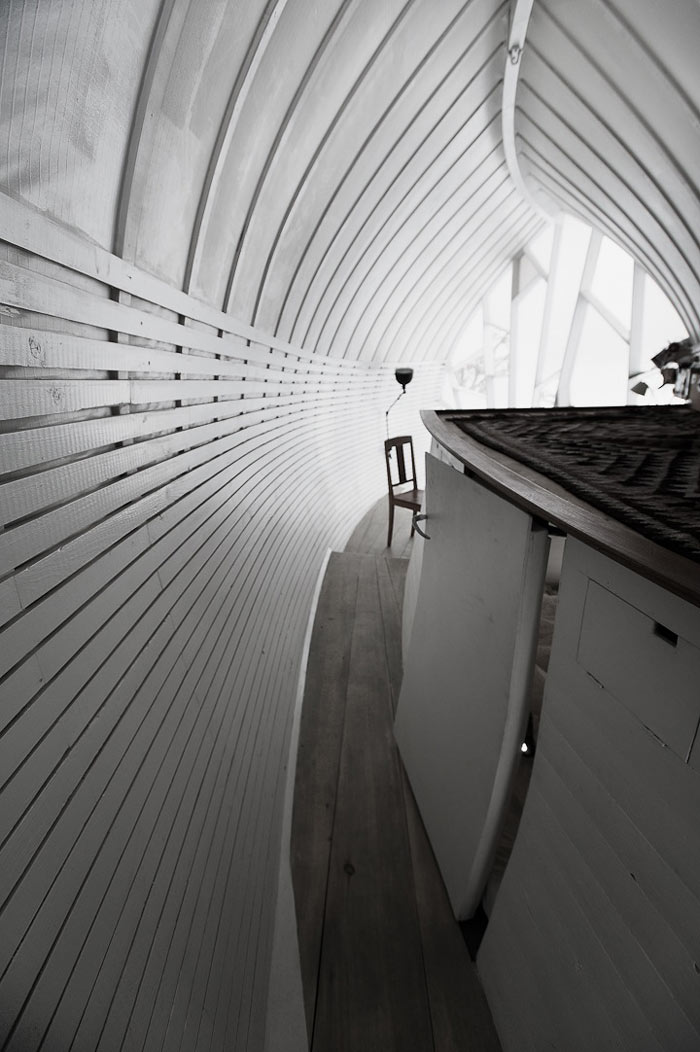 Inside Curved Hus-1 by Torsten Ottesjo Architecture
