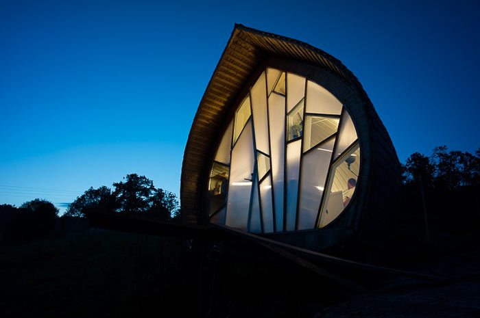 Architecture of the Curved Hus-1 by Torsten Ottesjo Architecture