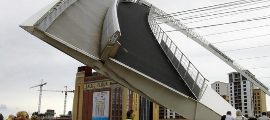 Gateshead Millennium Bridge | Tilting Bridge in England