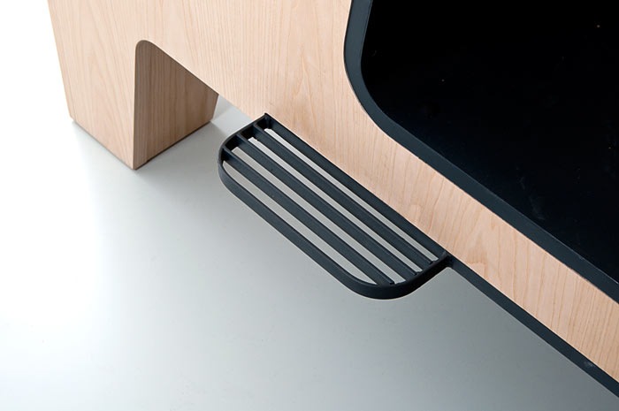 Foot step of the Il Treno Dining Unit by Tjep