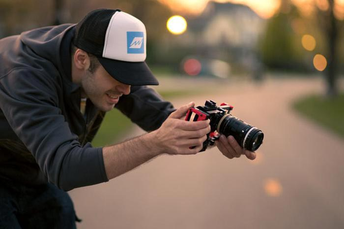 Man using the Beastgrip attached to his smartphone