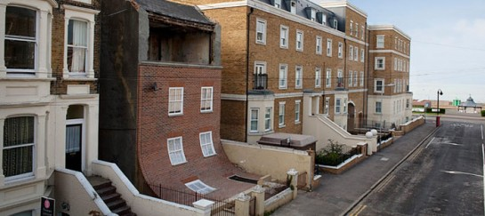 """""""From the Knees of My Nose to the Belly of My Toes"""" Installation by Alex Chinneck (VIDEO)"""