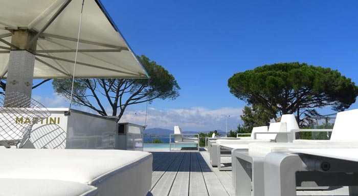 Terrace of the KUBE Hotel Gassin in Saint-Tropez