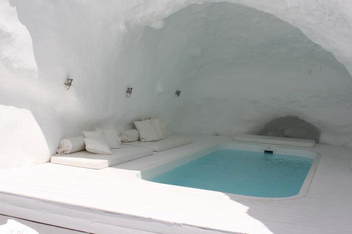 jacuzzi in a cave at katikies hotel in santorini - Cave Hotel Santorini