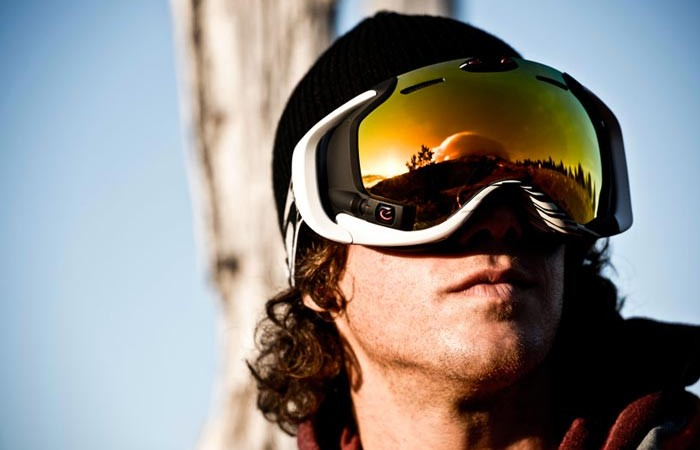 Man wearing the Oakley Airwave 1.5 Goggle