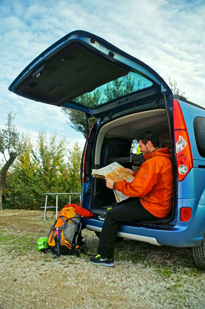 Open trunk of the Renault Kangoo Camper TravelPack