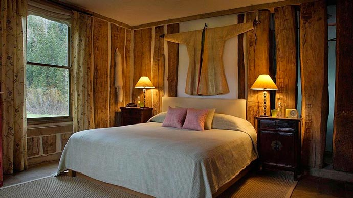 Bed and room decor and Dunton Resort in Colorado