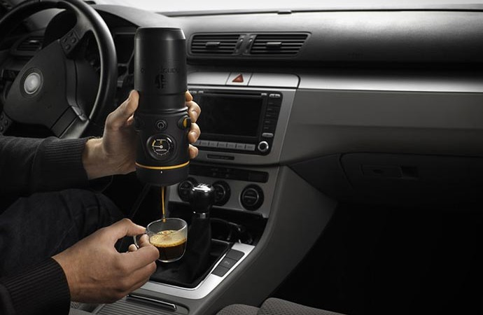 Handpresso Auto in use