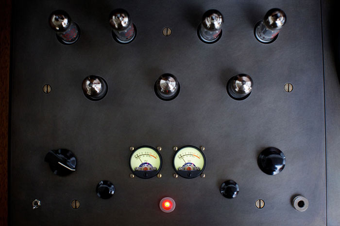 Knobs and buttons of the Modern Record Console