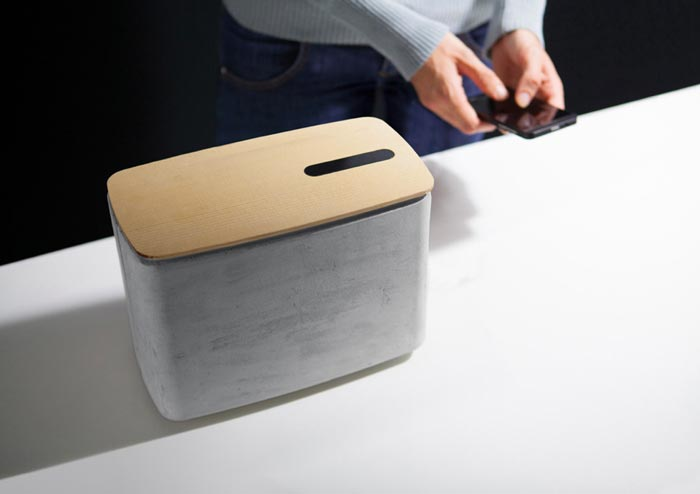 Smartphone connected to the PACO concrete bluetooth speaker