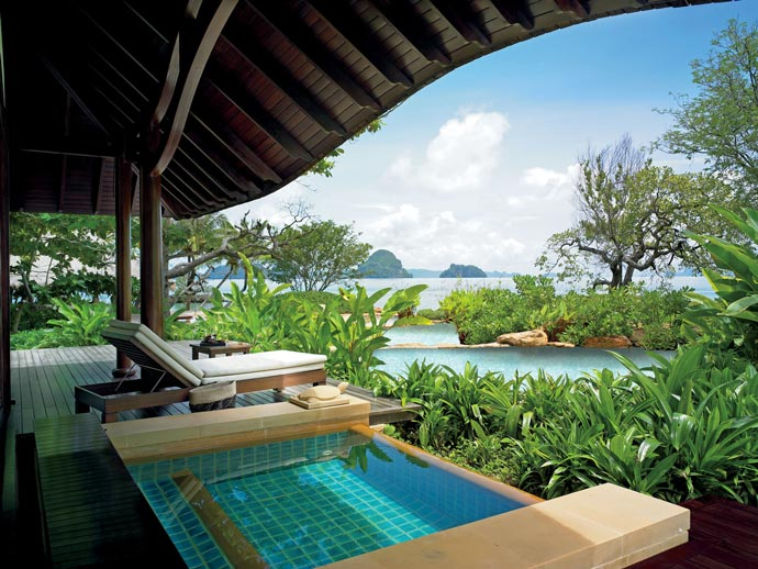 Jacuzzi and scenery at Rayavadee Resort in Krabi