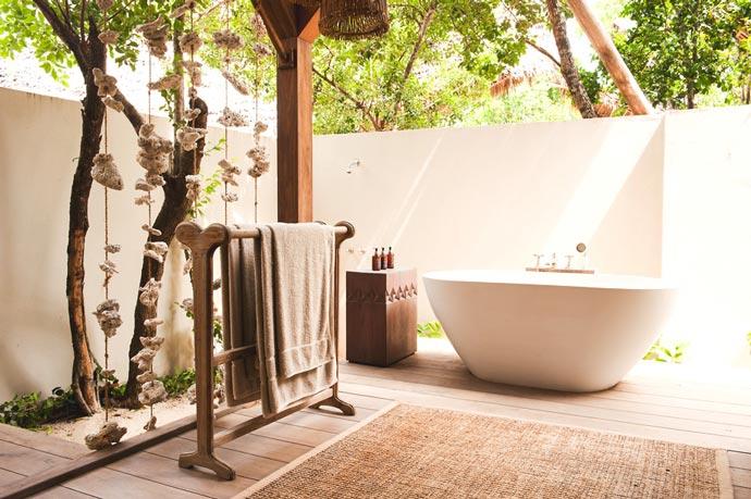 Bathtub at Vamizi lodge