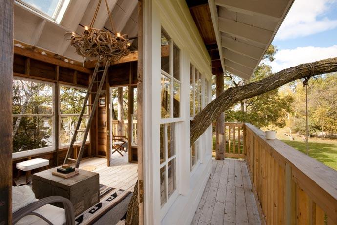 Patio of a cottage at Wandawega Lake Resort