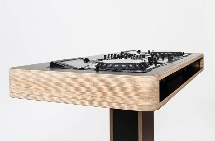Side view of the Stereo T DJ Table