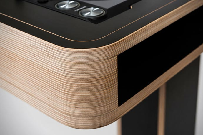 Wood finish of the Stereo T DJ Table