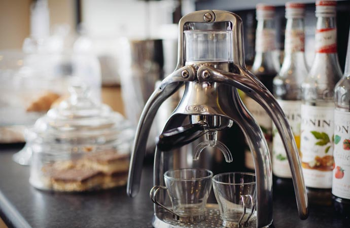 espresso maker that uses a hand press to make espresso