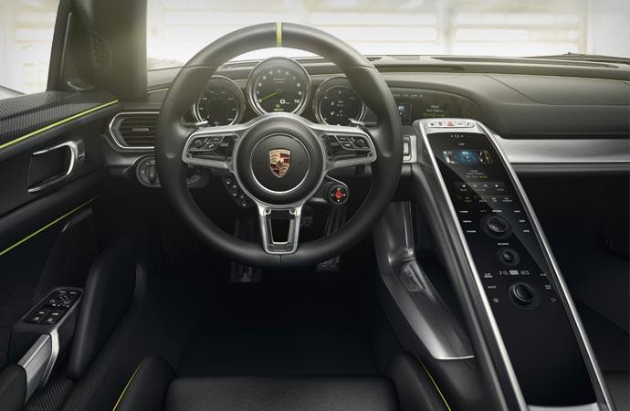 Interior design of the Porsche 918 Spyder