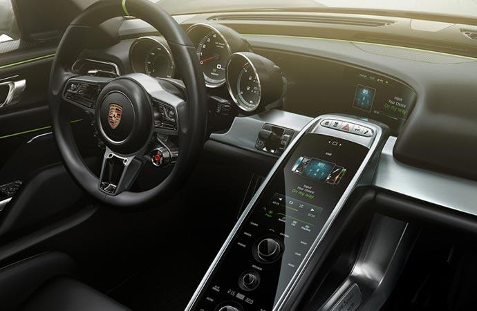 2015 Porsche 918 Spyder interior