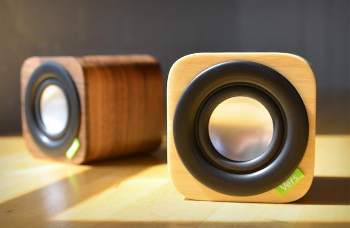Bluetooth desktop speaker