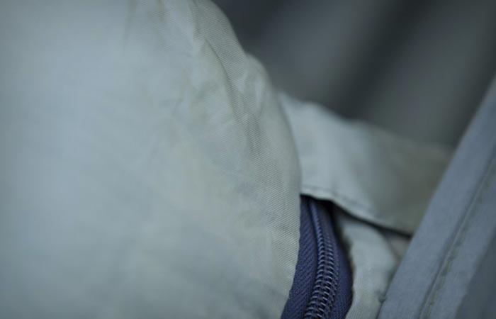 Sleeping bag hammock zipper