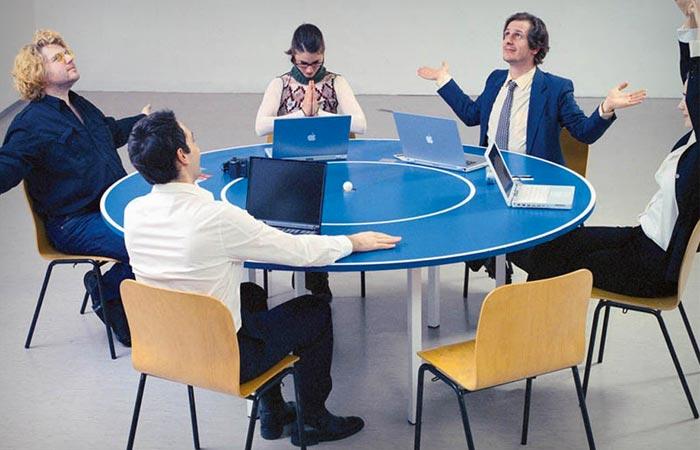 Circular ping pong table