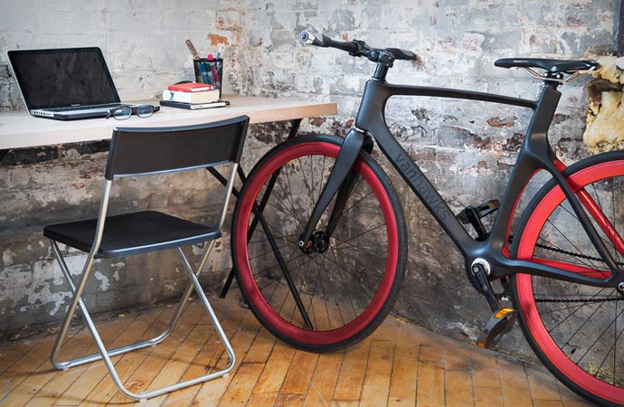 Valour smart carbon bike