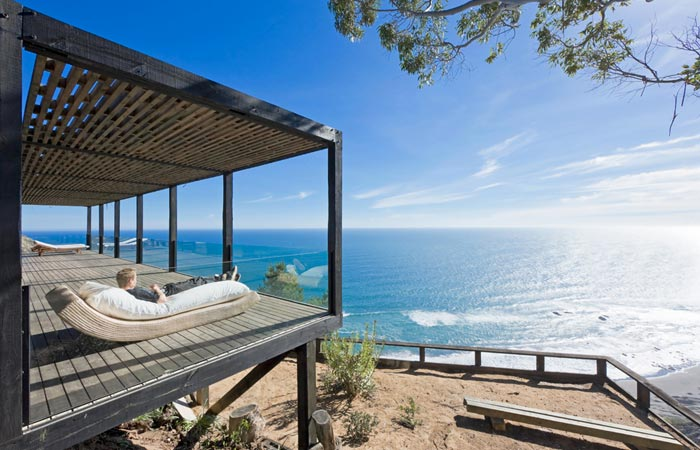 Casa Till cliff house with a view of the ocean